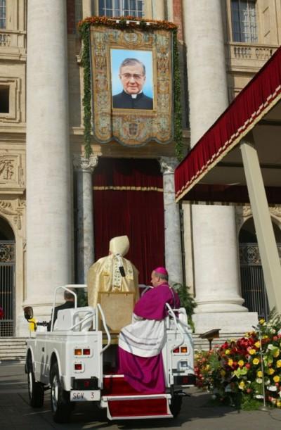 Juan Pablo II el día de la canonización de San Josemaría, fundador del Opus Dei