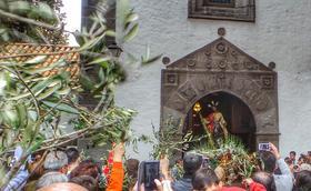 Acompanyar Jesús pels carrers de la vila