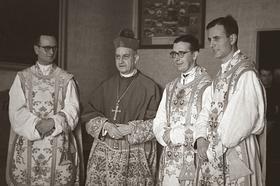 "Thomas Mertz: ""Ingenieur – Priester – Vater, Bischof Alvaro del Portillo, eine   biografische Skizze"""