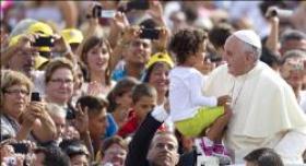 Le Pape François clôt le synode.