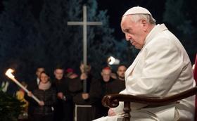 罗马鬥兽场公拜十字苦路:教宗为人类的创伤祈祷
