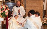 16. オプス・デイと教区との関係はどのようなものですか。また、修道会や他の団体とも協力して活動することもあるのでしょうか。
