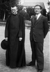 De heilige Jozefmaria Escrivá en mgr. Álvaro del Portillo in Valencia (Spanje). Oktober 1939.