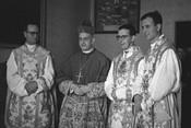OrdenaciСn sacerdotal de Mons. аlvaro del Portillo, D. JosИ MarМa HernАndez Garnica y D. JosИ Luis MЗzquiz. Madrid (EspaЯa). 25-VI-1944
