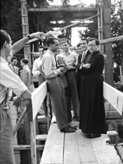 De heilige Jozefmaria Escrivá met studenten van het Romeins College van het Heilig Kruis. Villa Tevere, Rome. 31-5-1949.