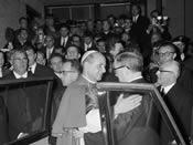 Paulus VI en de heilige Jozefmaria Escrivá. Centro ELIS, Rome. 21-11-1965.