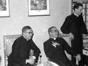 De heilige Jozefmaria Escrivá, mgr. Álvaro del Portillo en mgr. Javier Echevarría. Villa Sachetti, Rome. 8-4-1968.