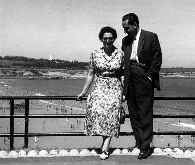 El matrimonio Alvira tenía ilusión por conocer distintos lugares. Aquí están de visita a San Sebastián.
