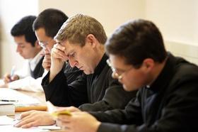 Fundacja FURCA zachęca do inwestycji w naukę księży