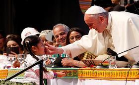 """Papa Francisco y su propuesta social:  """"Pareciera que constantemente se va diciendo a sí mismo ¿Cómo lo hubiera hecho Jesús?"""""""