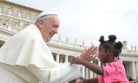 Distribución de invitaciones para la Audiencia con el Papa Francisco en San Pedro