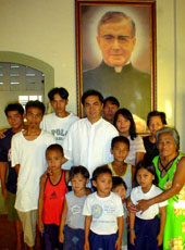 Parish priest Father Jonas Agustin (center) with some parishioners.