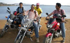 Repostar gasolina para la moto... y para el alma
