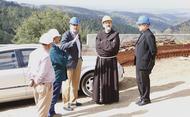 Il custode di Terra Santa in visita al cantiere di Saxum