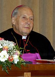 Bisschop Javier Echevarría, prelaat van het Opus Dei.