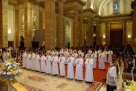 Ordination af 32 diakoner i året viet til præstegerningen.