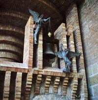 天使之母聖堂的大鐘,現保存在托勒斯特聖母朝聖地,它的新位置。