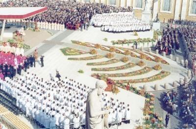 Altar y presbiterio durante la canonización de San Josemaría