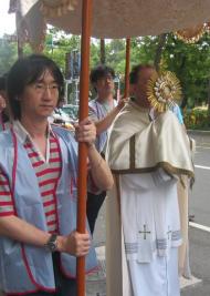Procesión eucarística por las calles de Taipei.