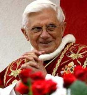 Benedikt XVI: Julekrybben og juletreet har en kristen betydning