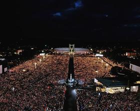 Papa Francisco na bênção das velas em Fátima