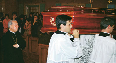 The Prelate accompanies the casket of Dora del Hoyo during its transfer