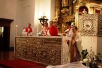 Ceremonia de entronización, en septiembre de 2009. Durante la Misa la imagen estuvo colocada al lado del altar y al finalizar fue llevada en procesión