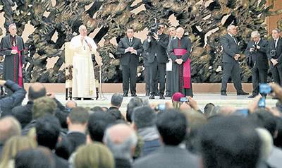 El Papa con periodistas