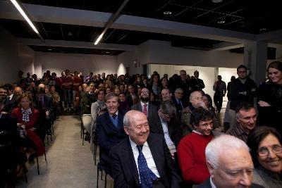 Moitos xornalistas participaron no evento de presentación do libro como Xosé María Irujo, no centro da foto.