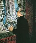 D. Álvaro del Portillo beija o mosaico (28/07/1977)