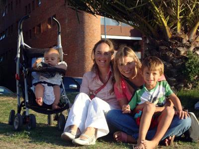Con una cuñada y sobrinos
