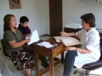 Las mamás acuden con sus hijos a las consultas médicas