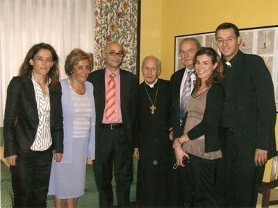 Álvaro y su familia con el Prelado del Opus Dei, en Oviedo