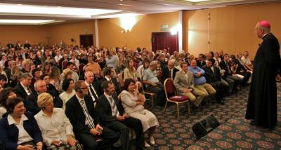 En uno de los encuentros que mantuvo en Bratislava con personas que acuden a medios de formación cristiana.