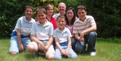 Salvatore con su familia