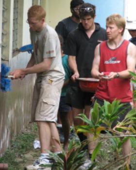 Australski i Novozelandski studenti obnavljali školu na Fiđiju