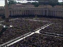 Sint Pietersplein op 6 oktober 2002 tijdens de heiligverklaring van Jozefmaria Escrivá.