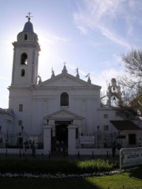 Desde hace un año, una imagen de San Josemaría está entronizada en la Basílica de Nuestra Señora del Pilar de Buenos Aires