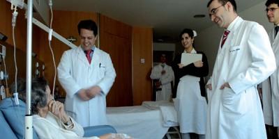 Klinika zaměstnává nyní 2000 odborníků a slaví své padesátileté výročí založení.