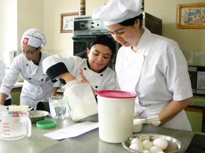 Clases de cocina para poder trabajar en un restaurante, en casa u ofreciendo comida en la calle.