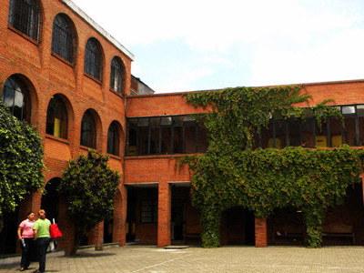 Sede de la Fundación Junkabal, donde se enseña a muchas mujeres un oficio.