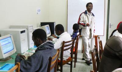 Agustin dando clases en una de las sedes del 'Eastlands Centre'.