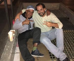 Amigos que vivem nas ruas de Lisboa