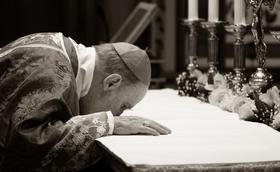 Mons. Ečevarrijas bēru Sv. Mise tiešsaistē