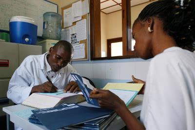 En Mokole se proporciona una formación continua a los doctores.