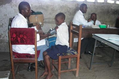 Eliba, Kimbondo y Moluka: son tres centros de salud más pequeños que dependen de Monkole, a los que acuden los médicos dos veces por semana.