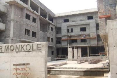 El nuevo edificio de Monkole, ya terminado, ofrece 160 camas para hospitalización.