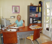 María Vink en su despacho de trabajo