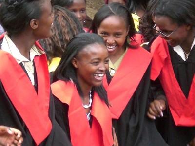 As alunas frequentam cursos de dois anos