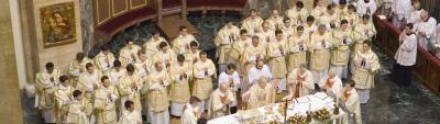 I 36 candidati al sacerdozio, durante l'ordinazione diaconale.